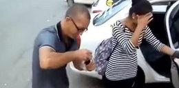 Taksówkarz zmusił do tego pasażerki. Wszystko się nagrało