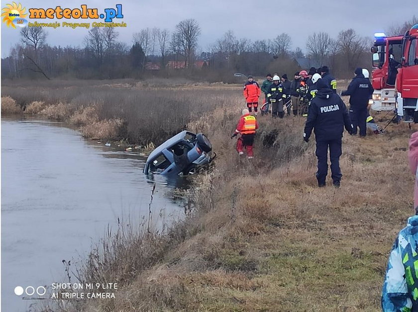 Starzynka. Pusty samochód wyłowiony z rzeki Krzna