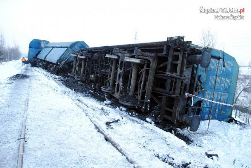 Pociąg wypadł z torów - zdjęcia