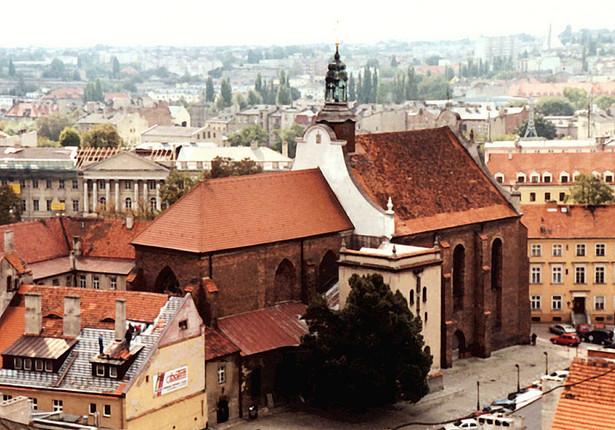 Klasztor franciszkanów w Kaliszu, fot. Roweromaniak / Wikimedia Commons, lic. cc-by-sa