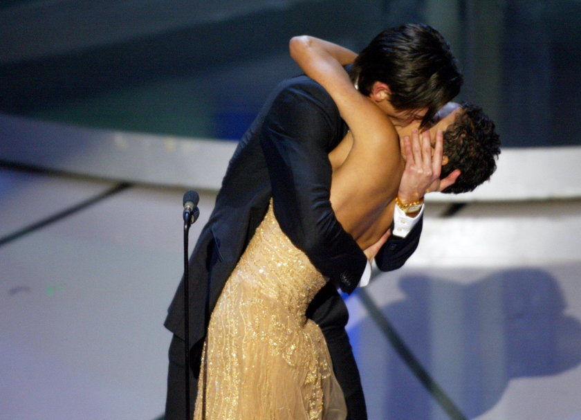 Adrien Brody pocałował Halle Berry na Oscarach