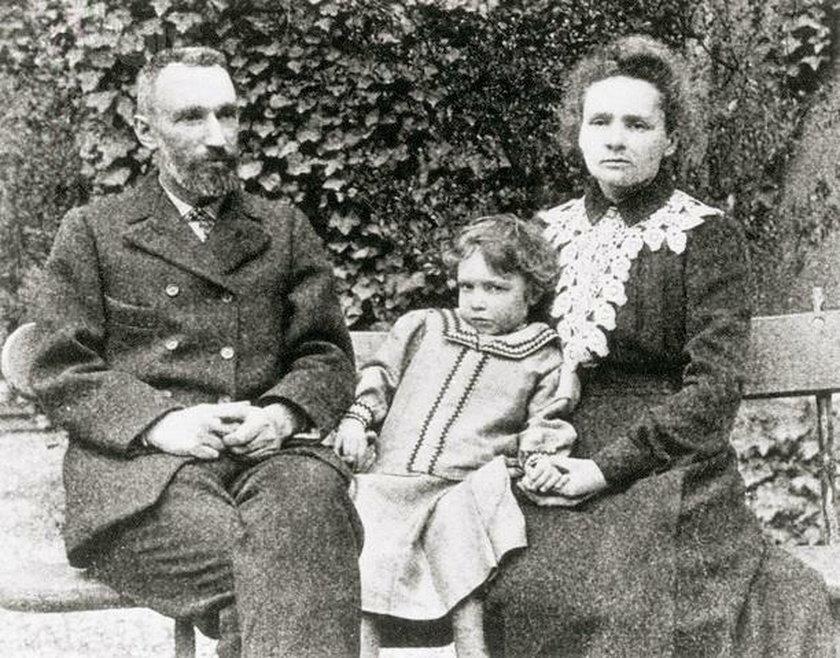 Maria Skłodowska Curie z mężem Pierre'em Curie i córką Irene