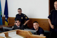 Muratović (desno) s braniocem Bakirom Hećimovićem u sudnici