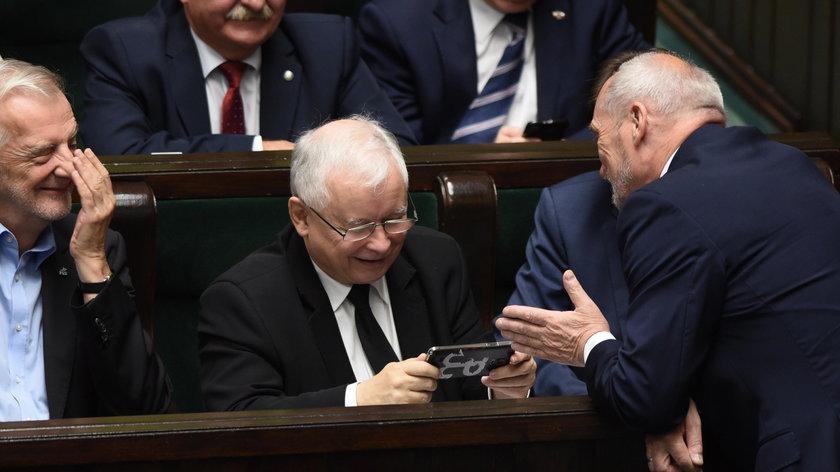 Jarosław Kaczyński śmiał się do rozpuku!