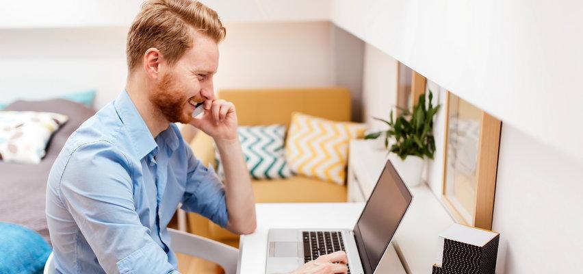 Laptopy za mniej niż 2500 zł w sklepach online. Gdzie kupisz najtaniej?