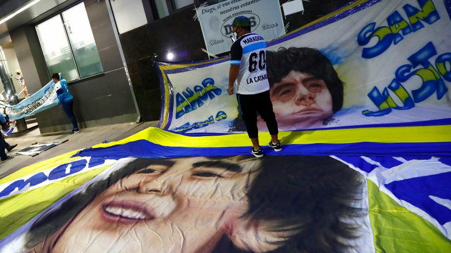 Fani Diego Maradony byli pod szpitalem 24 godziny na dobę