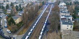 Niepokojące obrazki w Warszawie. Policja rzuciła do ochrony Kaczyńskiego potężne siły. Żoliborz niczym twierdza!