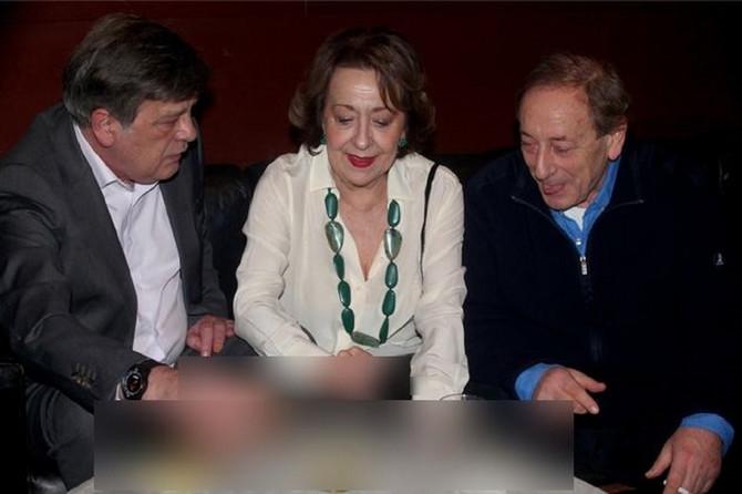 Svetlana Bojković sa suprugom i Predragom Ejdusom sinoć na premijeri