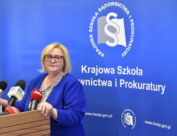 Chodzi o absolwentów Krajowej Szkoły Sądownictwa i Prokuratury w Krakowie, którzy pod koniec września br. odebrali akty mianowania od ministra sprawiedliwości