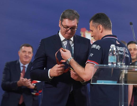 Zoran Terzić je poklonio zlatnu medalju Aleksandru Vučiću