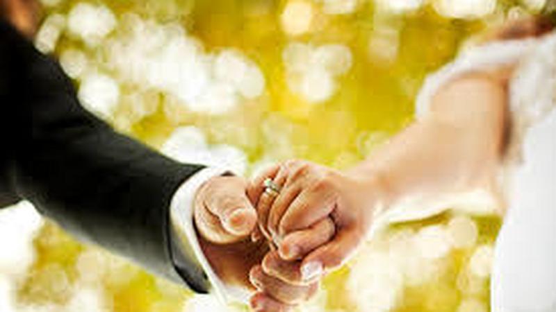 Az ember valakivel randevúzik, még akkor is, ha házas