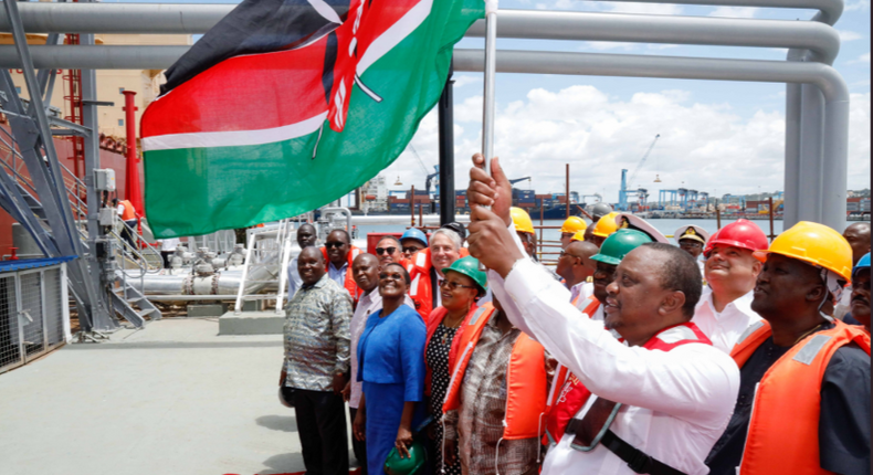 President Uhuru Kenyatta officially flagging off the first Kenyan crude oil shipment at Mombasa. (courtesy)