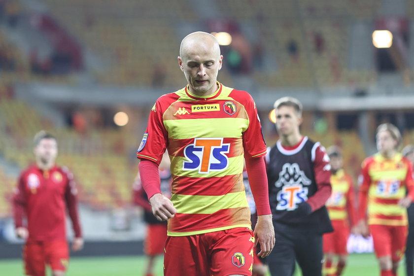 Jeszcze kilka lat temu Jagiellonia Białystok walczyła o mistrzostwo Polski, a dziś zespół z Podlasia ma tylko dwa punkty przewagi nad strefą spadkową.