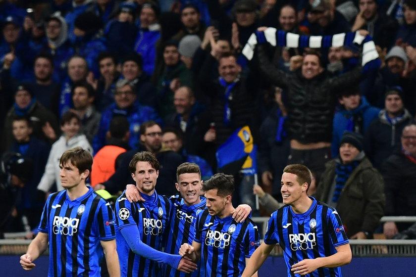 Mecz Atalanta – Valencia przejdzie do historii z dwóch powodów: świetnej gry piłkarzy z Bergamo (z lewej Hans Hateboer) oraz tragicznej zarazy