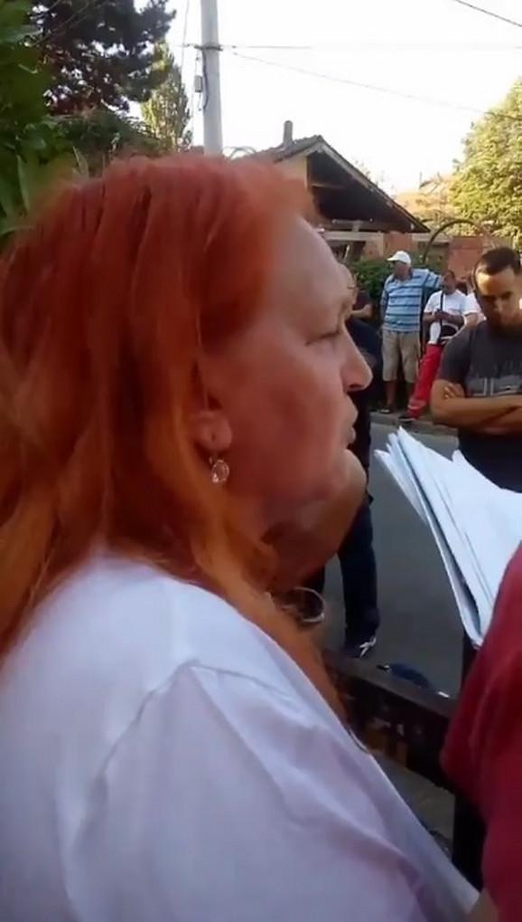 Gordana Trifunović pokazala je izvršitelju višegodišnju dokumentaciju vezanu za spor oko kuće