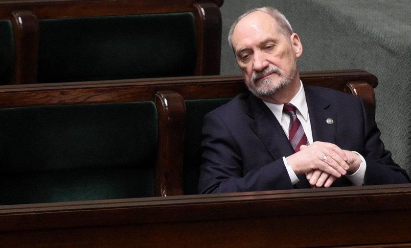 """Czego Macierewicz szukał w teczkach IPN? """"Chciał uniknąć kompromitacji""""– wywiad z Jarosławem Jakimczykiem"""