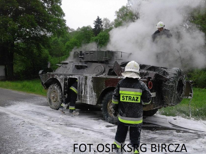 Pożar wojskowego transportera