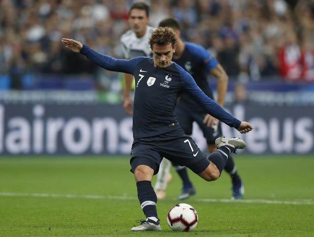 Momenat kada Antoan Grizman pogađa za pobedu Francuske