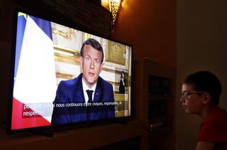 'Le Monde': Macron zmienił strategię walki z epidemią. Sprzeciwia się zamknięciu