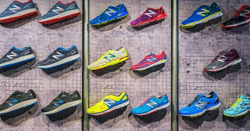 2f433d10dd1c4 Buty New Balance obecnie są dostępne w kilkudziesięciu modelach. Zobacz  także. Czarne chmury zbierają się nad Nike Adidas przygotowuje buty ze  śmieci ...