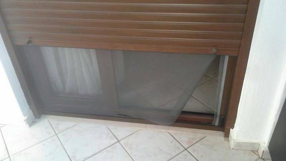 Prozor kroz koji su se uvukli lopovi
