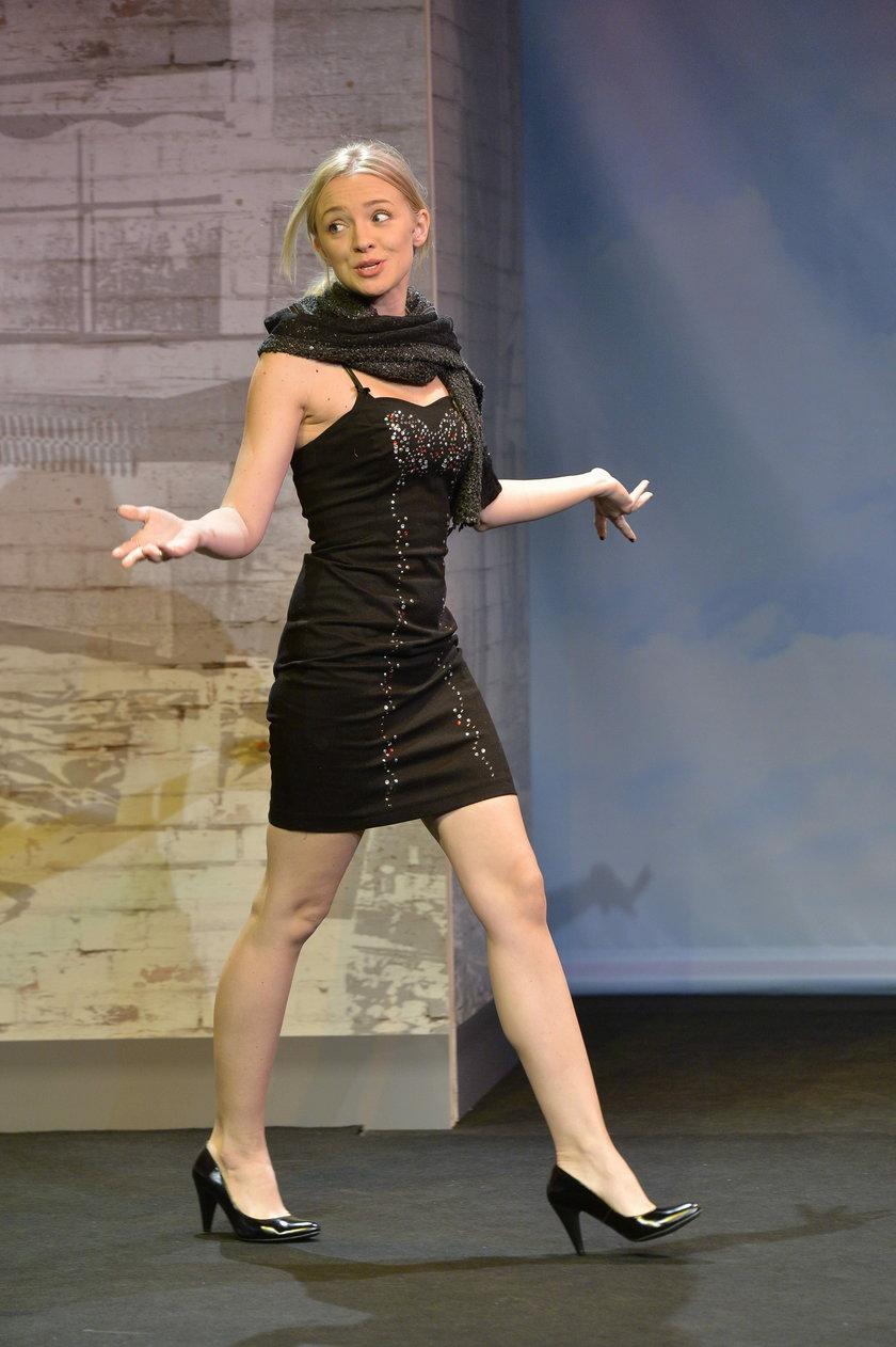 Barbara Kurdej-Szatan na scenie w małej czarnej