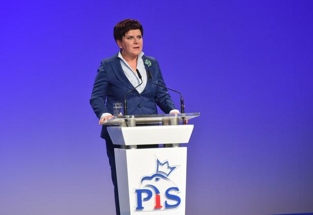 """Pytana z kolei o to, czy obawia się, że decyzje szczytu NATO w Warszawie o rozmieszczeniu w Polsce i krajach bałtyckich wielonarodowych sojuszniczych sił mogą nie zostać wdrożone przez administrację Trumpa, Szydło odparła: """"mam zaufanie"""""""