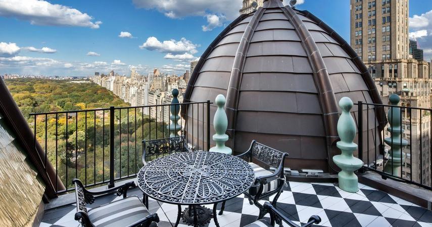 e13761bd7927b Projektant i biznesmen Tommy Hilfiger od 2013 roku próbuje sprzedać swój  apartament w Nowym Jorku, znajdujący się w legendarnym, luksusowym hotelu  Plaza.