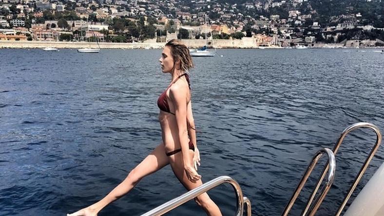 Anja Rubik karierę modelki rozpoczęła mając 15 lat. Perwszy raz wyszła na wybieg w Mediolanie.