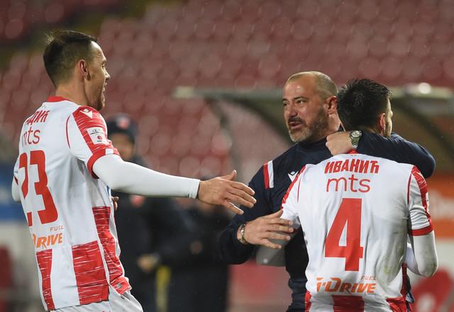 Dejan Stanković u zagrljaju sa svojim igračima
