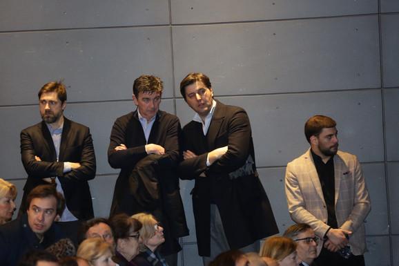 Nebojša Milovanović, Nenad Šarenac i Dejan Bodiroga (stoje), Radoslav Zelenović (sedi)