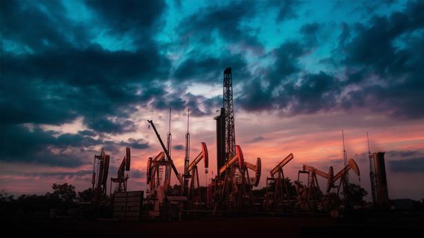 Ostatni miesiąc przyniósł stopniowe wzrosty cen do ponad 50 dol. za baryłkę ropy Brent