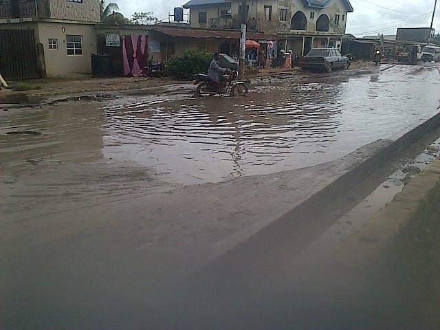 The road that leads to Ilogbo Eremi community (Naira forum)