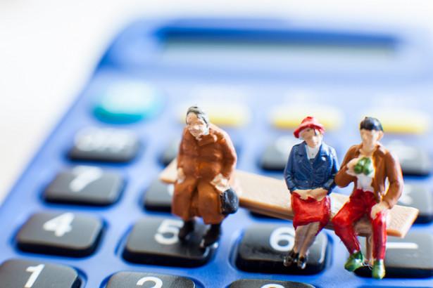 Budżet zaoszczędzi 450 mln zł na waloryzacji rent i emerytur