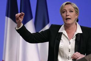 """Makron priznao da je delimično ODGOVORAN ZA GNEV građana, Marin Le Pen tvrdi da predsednik Francuske """"UZMIČE DA BI BOLJE SKOČIO"""""""