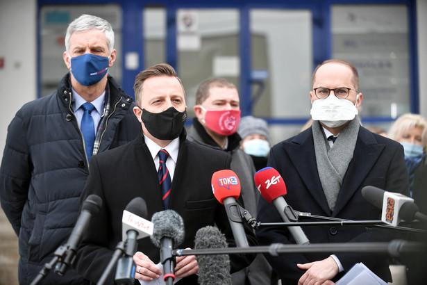 Dariusz Joński poinformował, że posłowie KO zwrócili się do marszałek Sejmu Elżbiety Witek o zwołanie w trybie pilnym posiedzenia Komisji Infrastruktury.