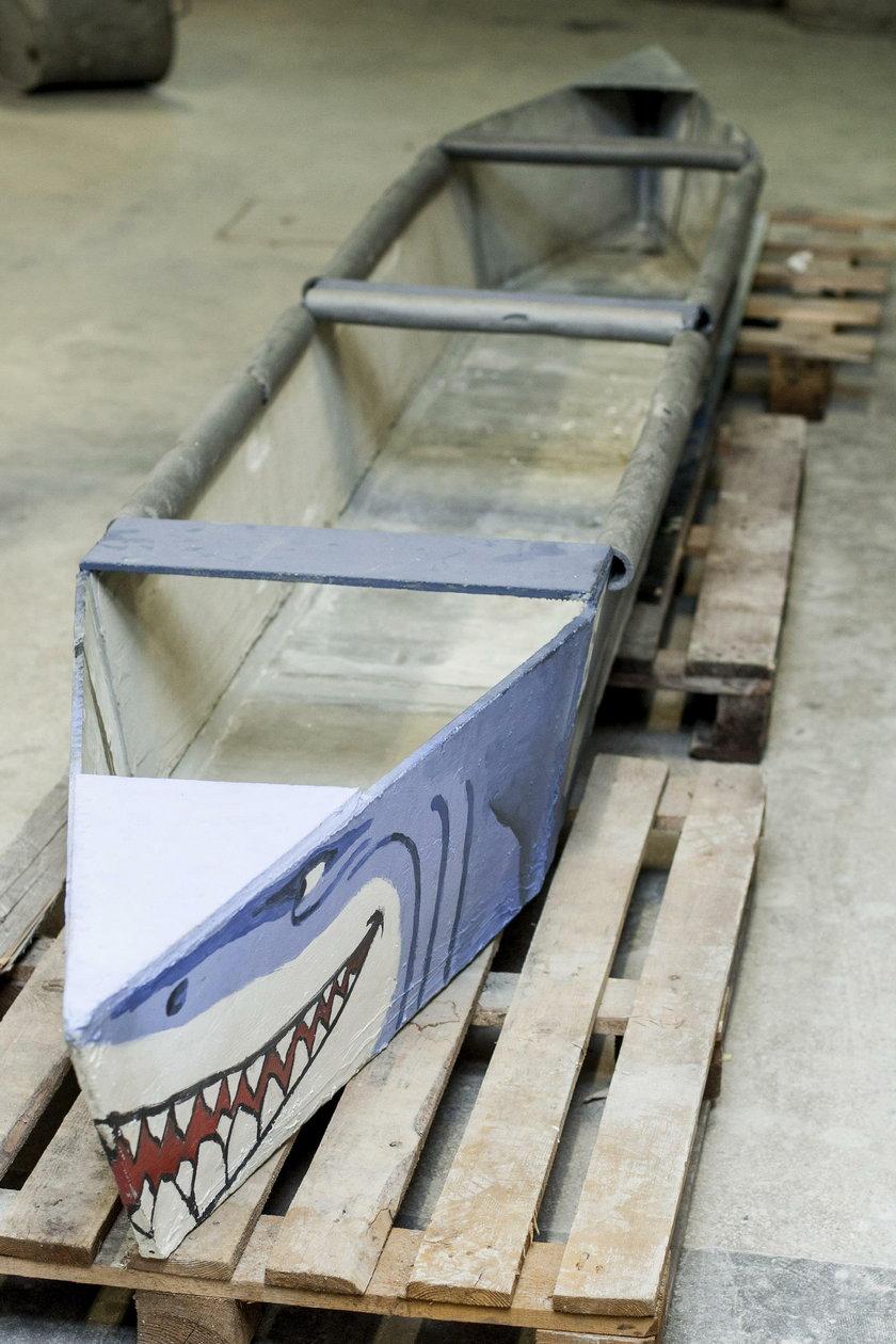 """""""Rekin"""" kajak z betonu"""