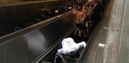 """Tragedia w metrze. Ruchome schody """"połknęły"""" pasażera"""