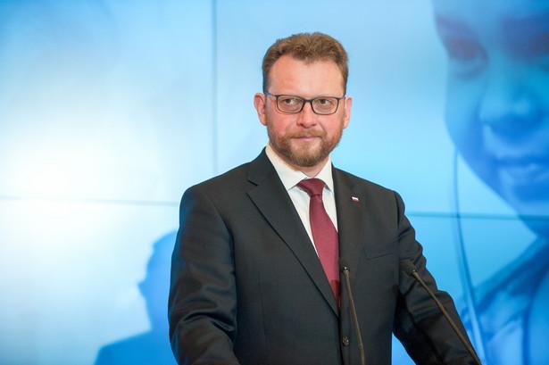 Łukasz Szumowski powiedział, że od 1 stycznia 2020 r. elektroniczne recepty mają być już wystawiane w każdym gabinecie medycznym.