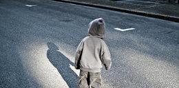 8-latek wyszedł z domu przez okno, by szukać mamy
