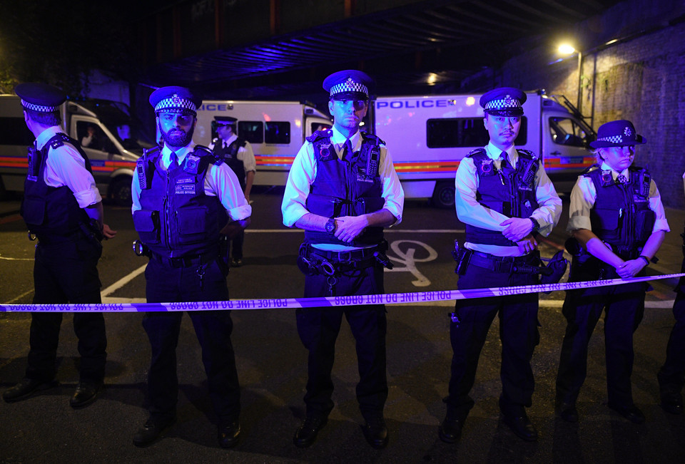 epaselect BRITAIN LONDON FINSBURY PARK INCIDENT (Van hits several pedestrians near Finsbury Park mosque in north London)