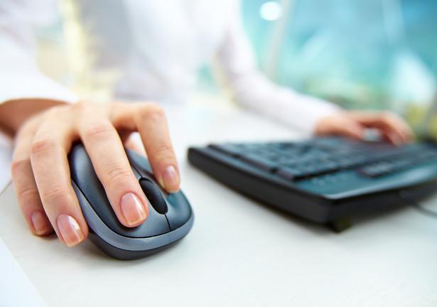 150 tys. zł wynosi limit, po przekroczeniu którego osoba dokonująca sprzedaży przez internet staje się czynnym podatnikiem VAT