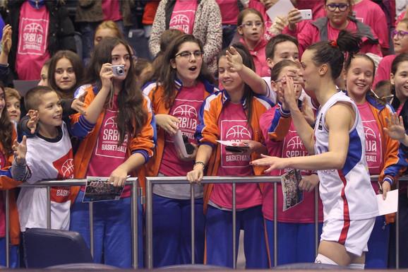 Tamara Radočaj pozdravlja navijače