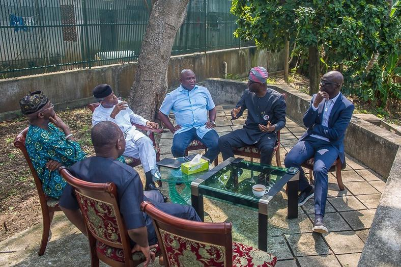 Table of Men: VP Osinbajo, former Lagos Governors and Sanwo-olu chat in a garden (Novo Isioro)
