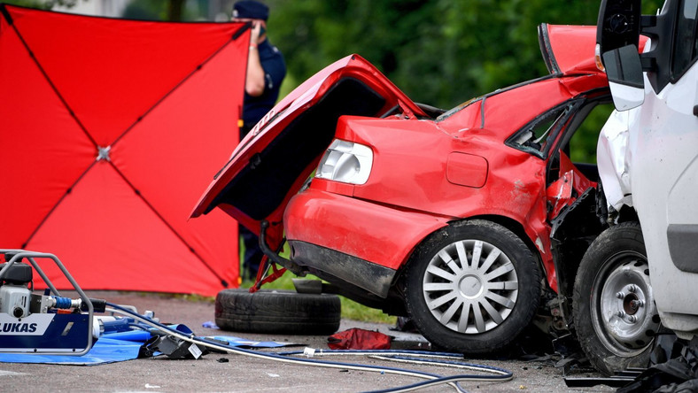 Miejsce tragicznego wypadku na drodze wojewódzkiej nr 884 w Reczpolu na Podkarpaciu