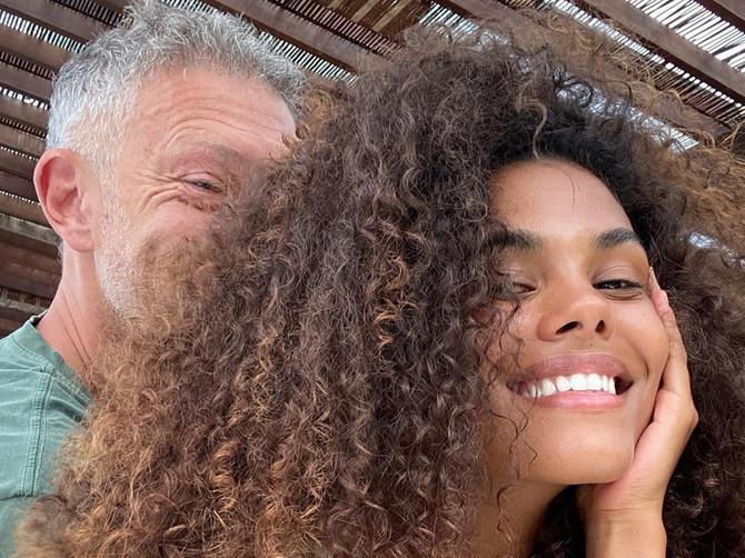 Žena Vensana Kasela pokazala MOĆNE TRBUŠNJAKE: Svi su mislili da Tina ne može da bude lepša, a  ona KAO BOGINJA na ovoj slici
