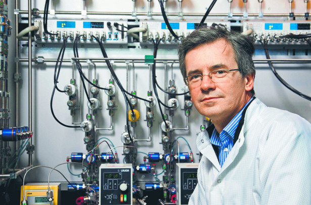 Dr Włodzimierz Strupiński pracował przy wielu innowacyjnych produktach, np. przy grafenie