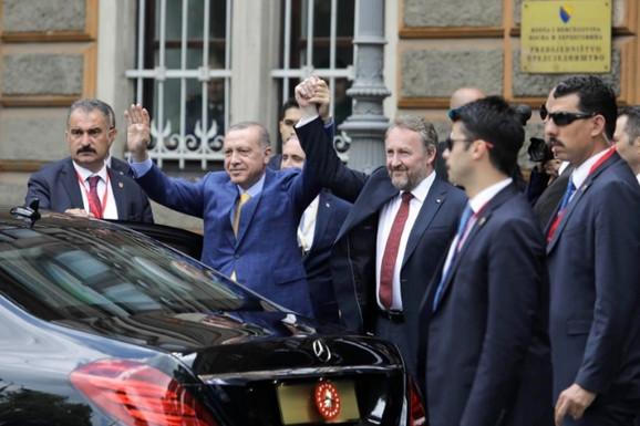 Erdogana je u Sarajevu dočekao Bakir Izetbegović