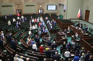 Sejm odrzucił uchwałę Senatu dotycząca programów ministra edukacji