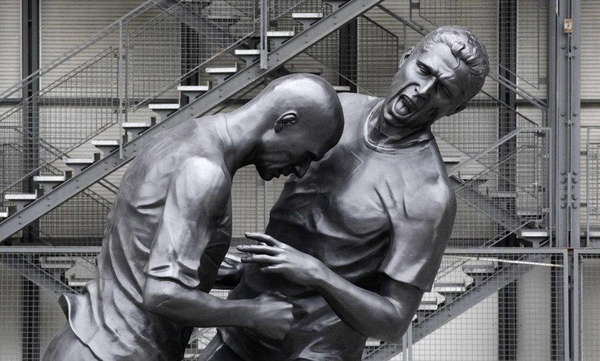 Rzeźba Zinedine Zidana walącego z byka Marco Materazzi.